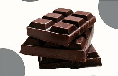 Ein Lächeln regt Ihr Gehirn besser an als Schokolade