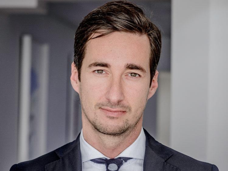 Cirujano plástico Dr Richard Fakin, uno de los mejores en Madrid